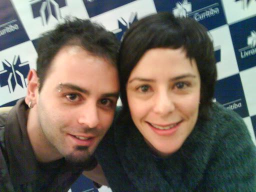Eu e Fernada Takai no lançamento de 'Nunca Subestime uma Mulherzinha' em Curitiba, em abril de 2008