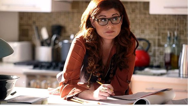 Julia Houston (Debra Messing)