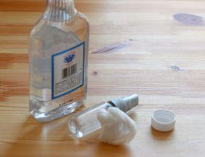 uso-para-vodka-barata-limpar-cola
