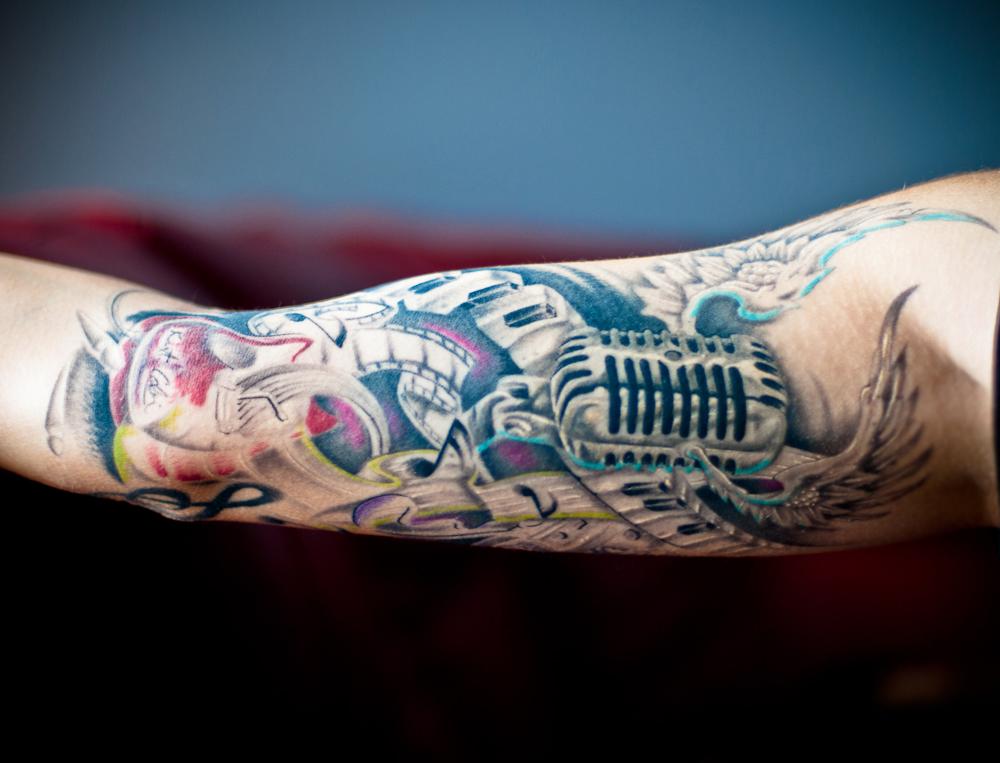 tattoofriday 40 fotos de tatuagens musicais pausa dram tica cultura pop. Black Bedroom Furniture Sets. Home Design Ideas