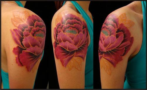 Tattoofriday 40 tatuagens de flor de l tus pausa for Tattoo de flores