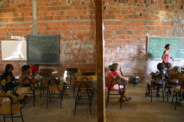 escola-mal-cuidada-educacao_3