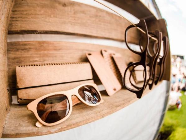 Óculos de sol e skin para celular