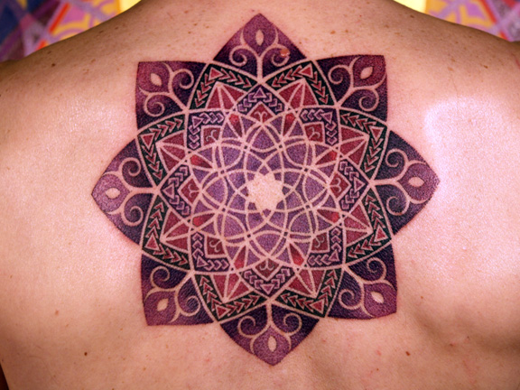 mandala-tattoo-back-shoulders-floral-floer-pattern-spiritual-new-age-hippy-trance-alternative-design