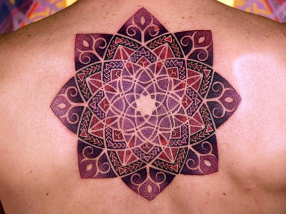 mandala-tattoo-back-shoulders-floral-floer-pattern-spiritual-new-age-hippy-trance-alternative-design