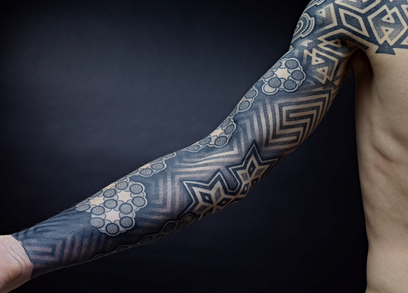 tattoofriday 40 tatuagens geom tricas. Black Bedroom Furniture Sets. Home Design Ideas