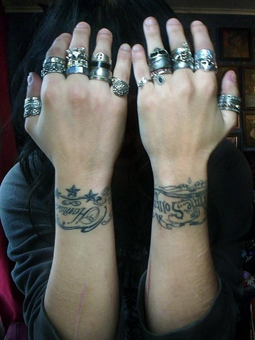 16-Bracelet-Tattoo-Designs-for-Women-1