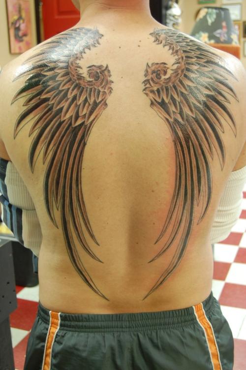 Tattoofriday 35 tatuagens de asas for Mens wing tattoo