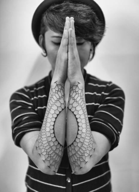 grey-ink-geometric-tattoos-on-sleeve