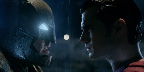 batman-vs-superman-ew-pics-3-600x301