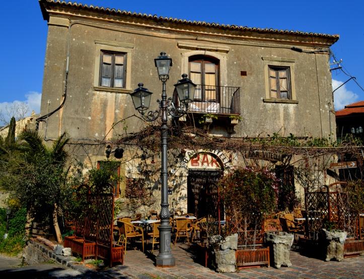 Bar Vitelli, Itália
