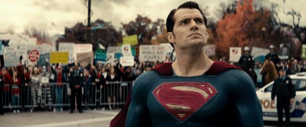 batman-v-superman-image-17-600x249