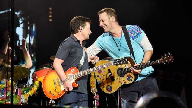 michael_j._fox_playing_guitar_with_coldplay