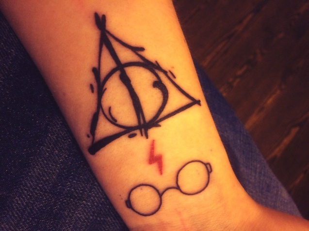 nice-deathly-hallows-with-spectacles-tattoo-on-wrist