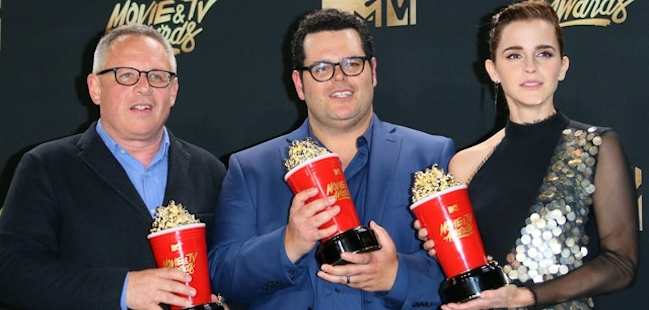 bill-condon-josh-gad-emma-watson-mtv-movie-awards-2017-afp