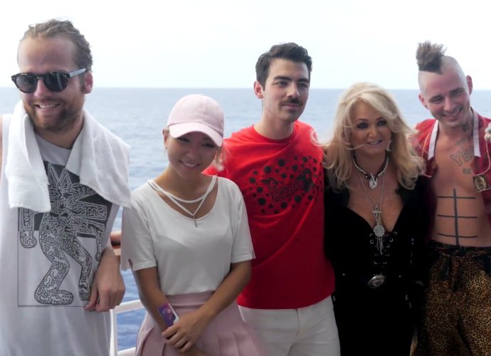 bonnie-tyler-teams-up-with-dnce-to-perform-total-eclipse-of-the-heart