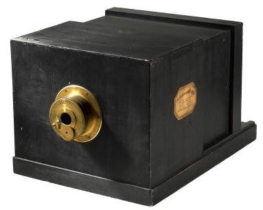 Susse_Frére_Daguerreotype_camera_1839.jpg