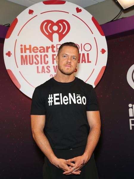 dan-reynolds-vocalista-do-imagine-dragons-adere-a-campanha-elenao-contra-jair-bolsonaro-1537719897794_v2_450x600